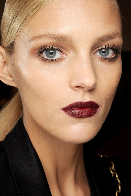 Picture Of 5 clever tips on wearing a dark lipstick just right  4