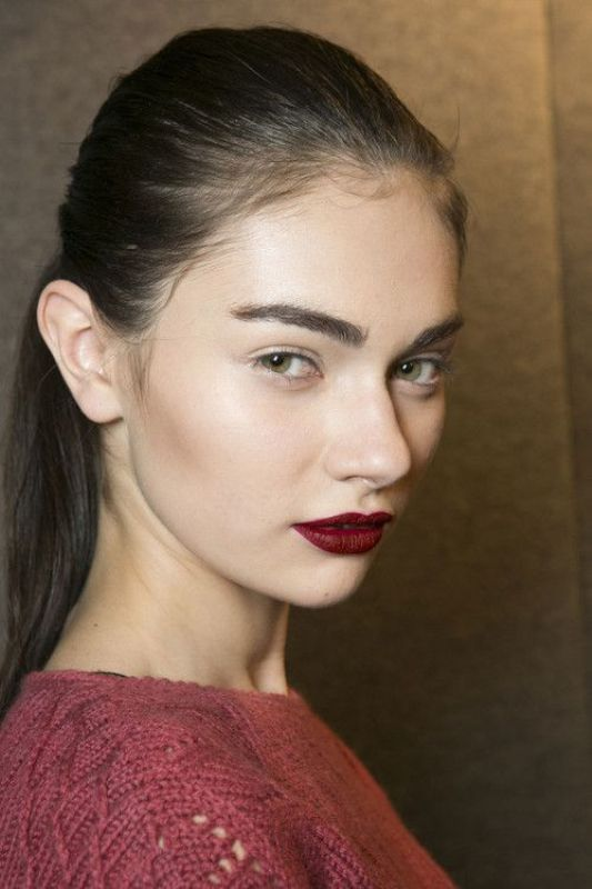 Picture Of 5 clever tips on wearing a dark lipstick just right  6