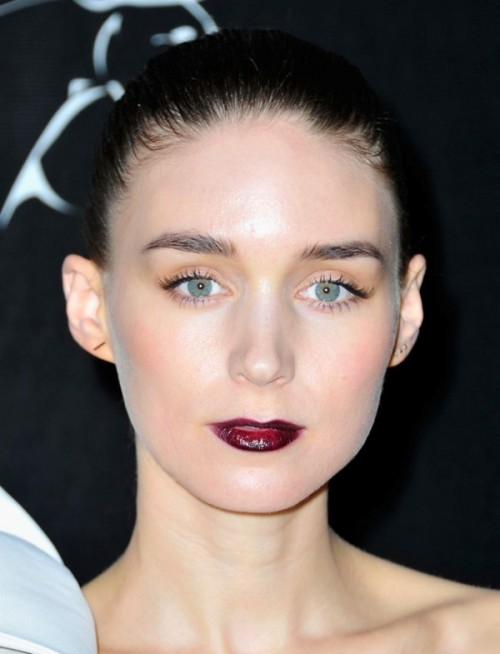 5 Clever Tips For Wearing A Dark Lipstick Right