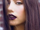 5-clever-tips-on-wearing-a-dark-lipstick-just-right-8