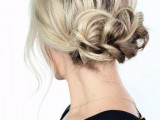 9 Easy-To-Make Updos For Second-Day Hair3