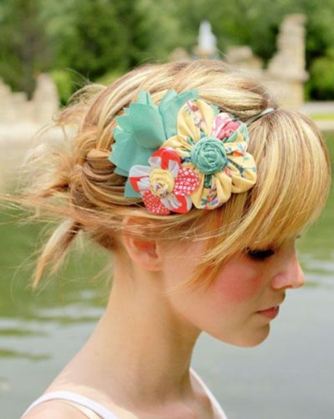 Picture Of 9 Stylish Floral Hair Accessories This Spring 8