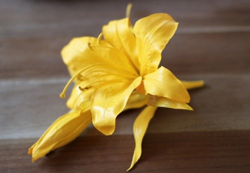 Awesome DIY Oversized Floral Brooch