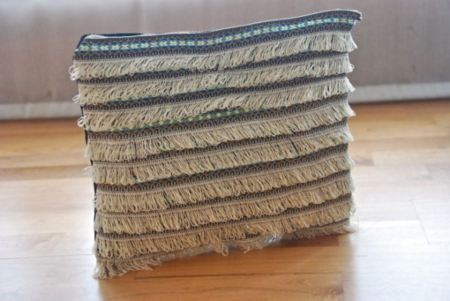 Picture Of Beautiful DIY Fringed Clutch 2