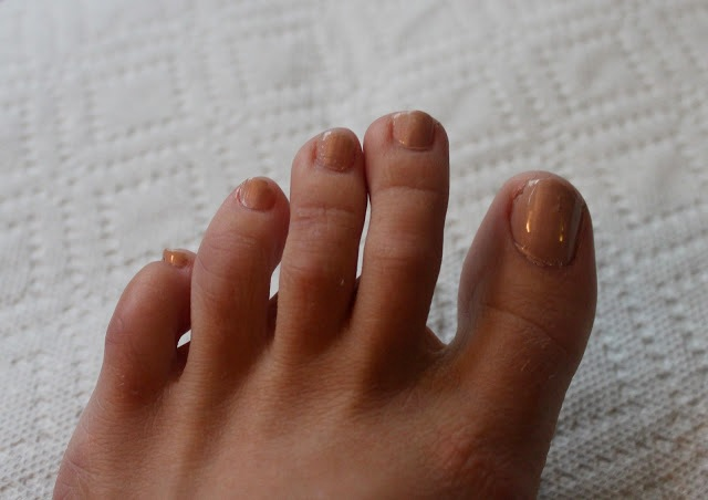 Picture Of Bright DIY Gold Leaf Pedicure 3