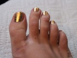 Bright DIY Gold Leaf Pedicure6