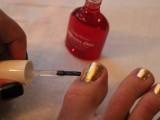 Bright DIY Gold Leaf Pedicure7