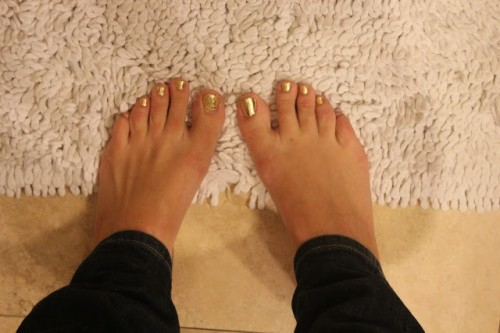 Bright And Trendy DIY Gold Leaf Pedicure