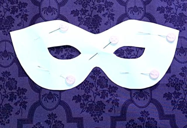 Picture Of Chic DIY Jeweled Spider Mask For Halloween Party 3