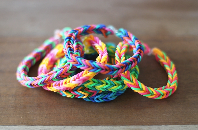 Picture Of Colorful DIY Finger Fishtail Loom Bracelet 7