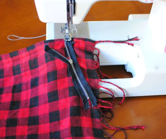 Picture Of Comfortable DIY Fringe Kilt From A Scarf 3
