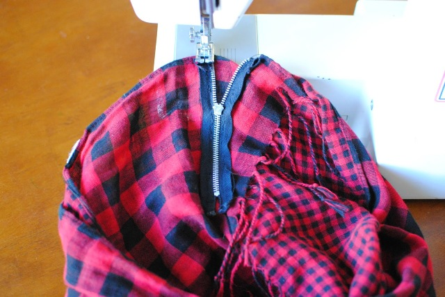 Picture Of Comfortable DIY Fringe Kilt From A Scarf 6