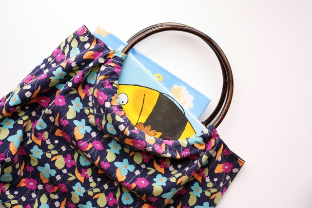 Picture Of Comfortable DIY Hoop Handled Handbag 10