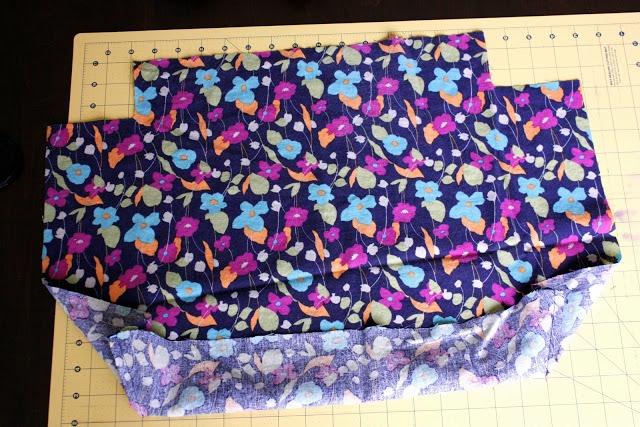Picture Of Comfortable DIY Hoop Handled Handbag 4