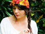 Cool Autumn Idea of DIY Fall Leaf Crown1