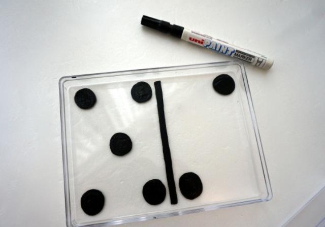 Picture Of Creative DIY Domino Clutch 3