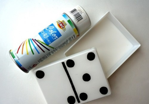 Creative Monochromatic DIY Domino Clutch