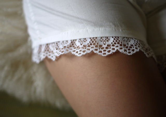 Picture Of Cute DIY Air Lace Shorts 4