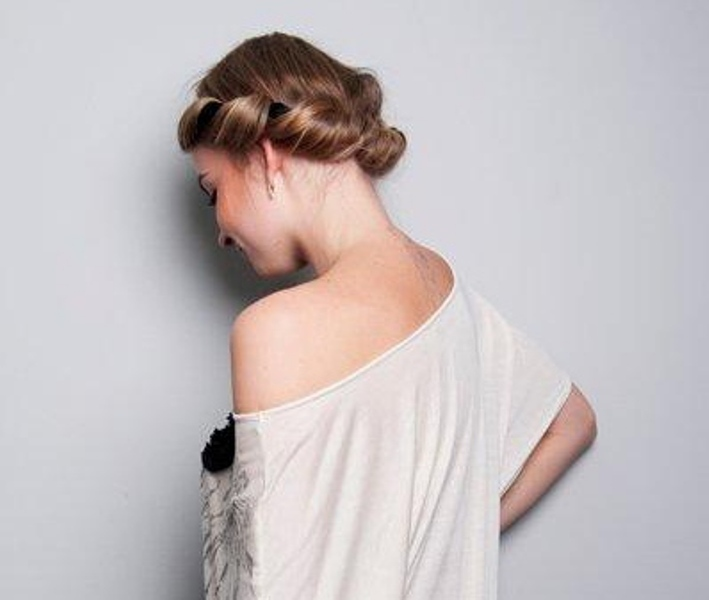 Picture Of DIY Easy Greek Hairstyle With A Bandage 1