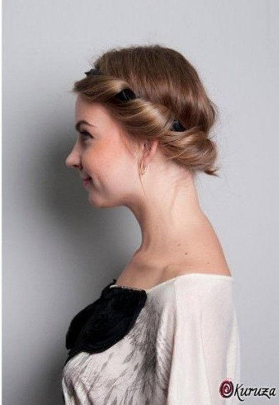 Picture Of DIY Easy Greek Hairstyle With A Bandage 13