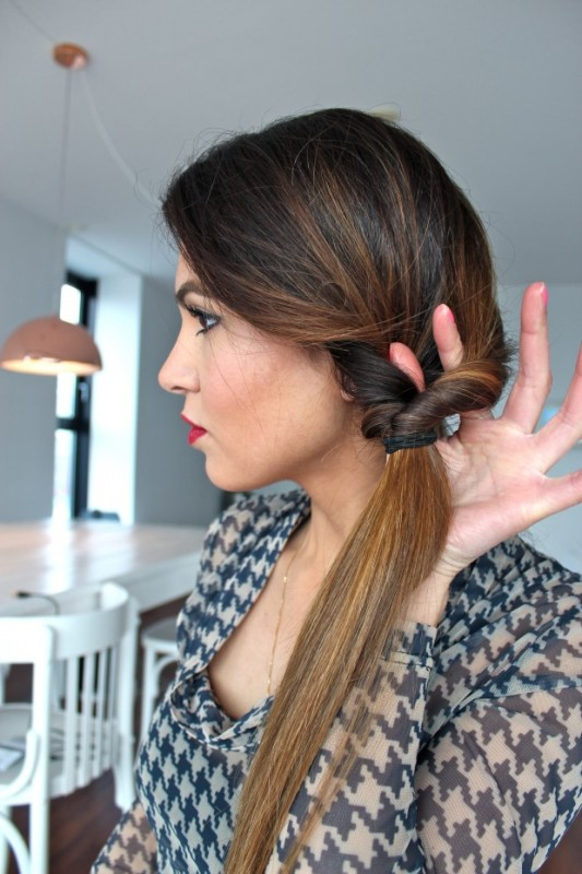 Picture Of DIY Elegant Hairstyle For The Date 4