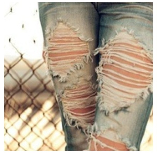 Picture Of DIY Fashionable Ripped Jeans 4