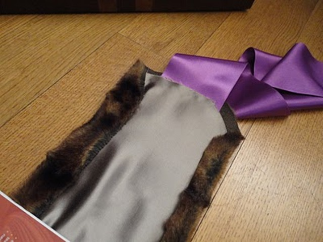 Picture Of DIY Stylish Faux Fur And Satin Neckwarmer 10