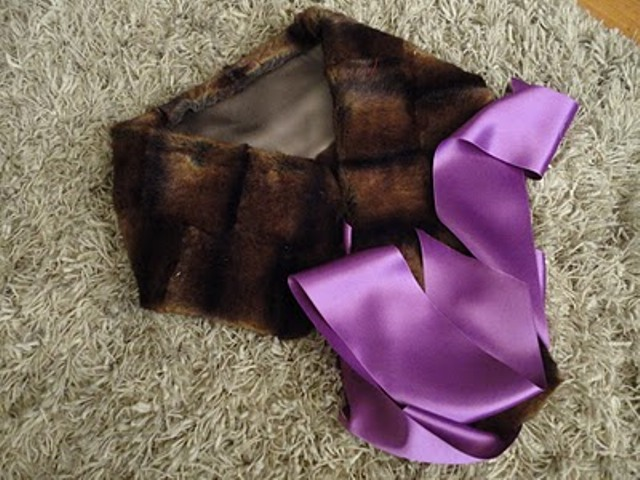 Picture Of DIY Stylish Faux Fur And Satin Neckwarmer 11