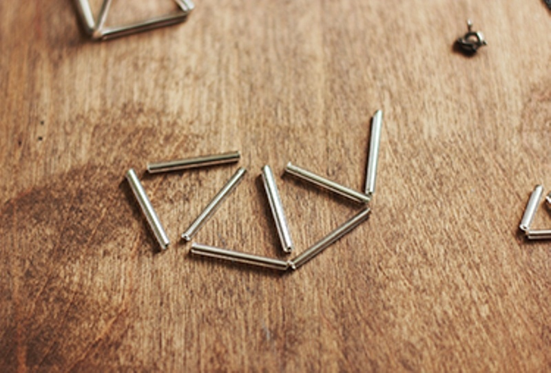 Picture Of DIY Triangle Prism Necklace 4