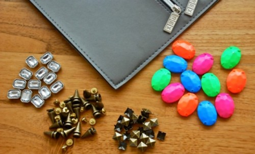 Cool DIY Embellished And Spiked Clutch