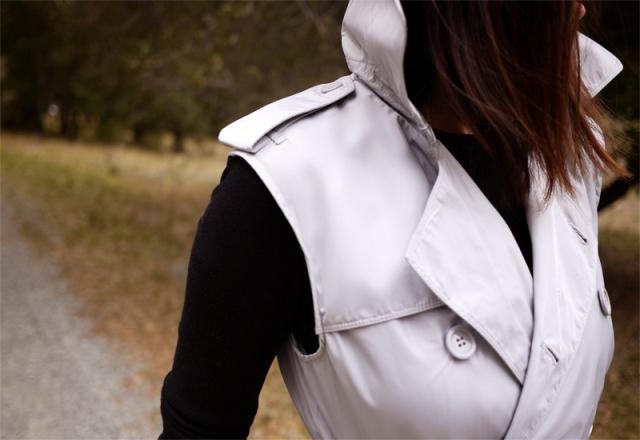 Picture Of Elegant DIY Sleeveless Trench Coat 5