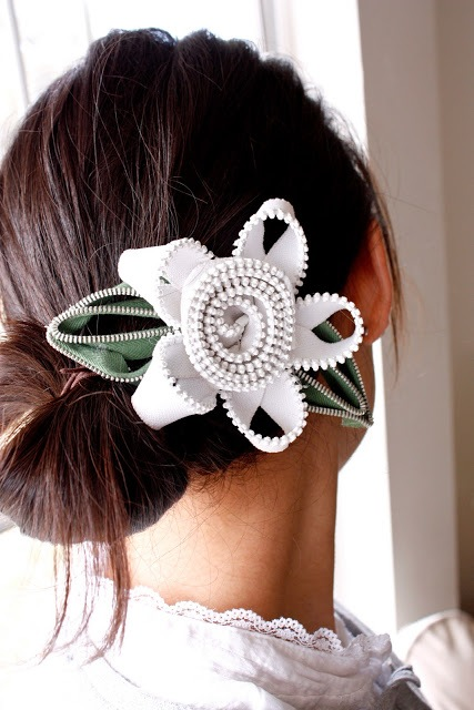 Extraordinary DIY Zipper Flowers For Your Hairstyle