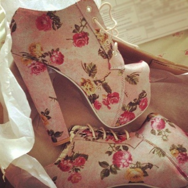 Picture Of Fashionable And Style Floral Print In Clothes 15