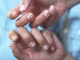 Geometric DIY Gold Striped Nails6