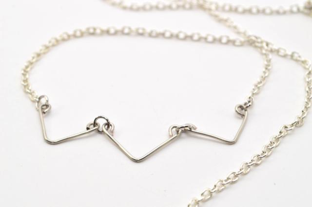 Minimalist DIY Chevron Wire Necklace