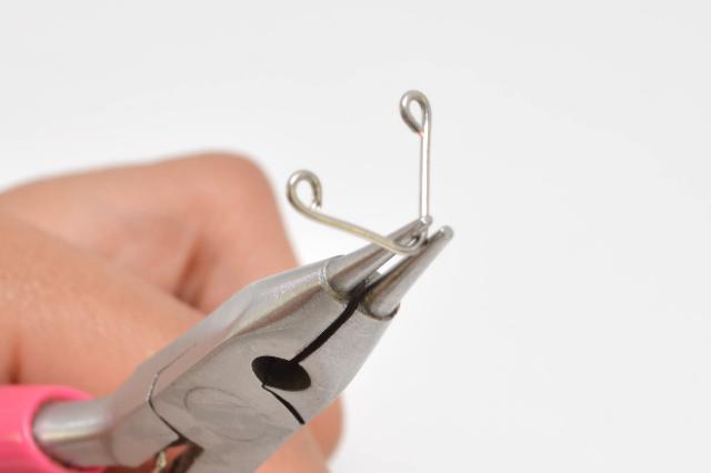 Picture Of Minimalist DIY Chevron Wire Necklace 5