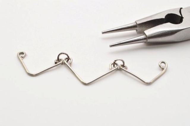 Picture Of Minimalist DIY Chevron Wire Necklace 6
