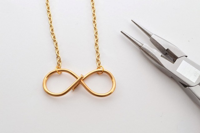 Picture Of Minimalistic DIY Infinity Wire Necklace 9