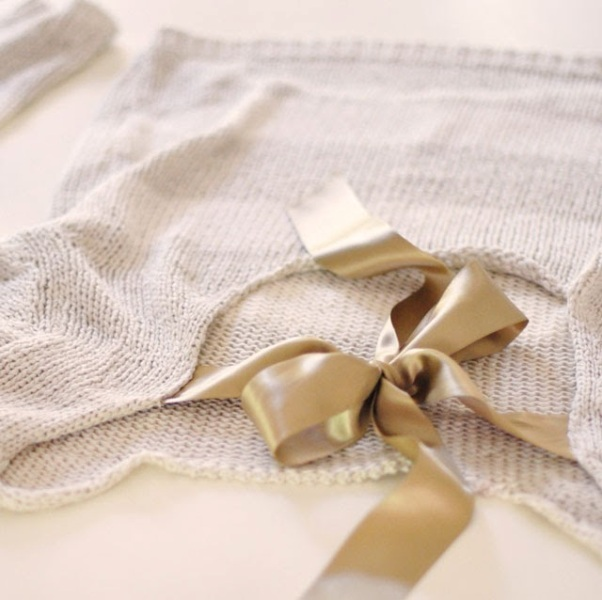 Picture Of Pretty DIY Bow Sweater In the Back 7