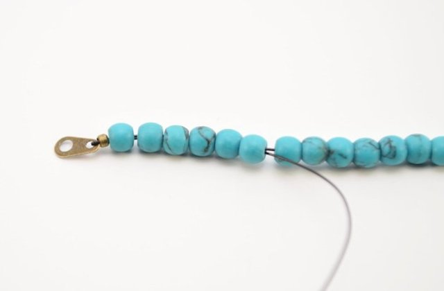 Picture Of Simple DIY Beaded Bracelet 10