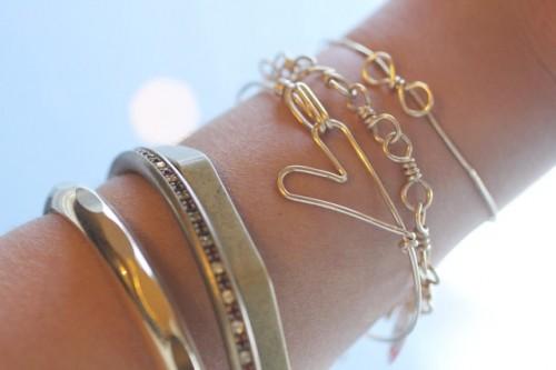 Simple DIY Heart Bracelet Of Wire