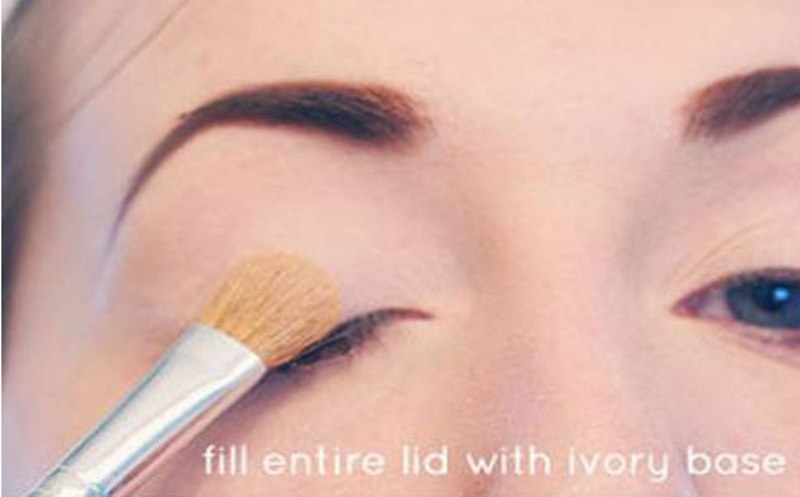 Picture Of Step By Step DIY Neutral Eye Makeup 1