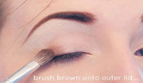 Step By Step DIY Neutral Eye Makeup