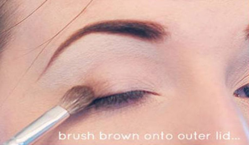 Picture Of Step By Step DIY Neutral Eye Makeup 3