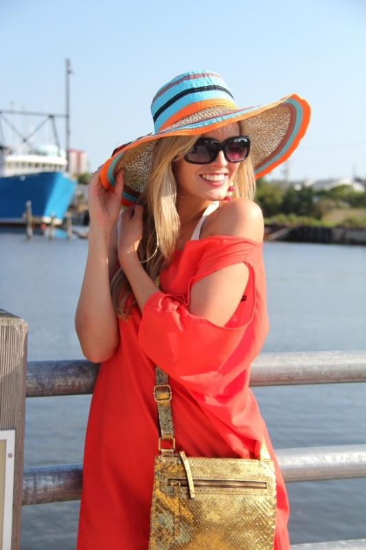 Picture Of Stylish And Romantic Looks With Wide Brim Hat 1