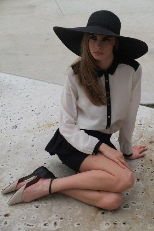 Stylish And Romantic Looks With A Wide Brim Hat