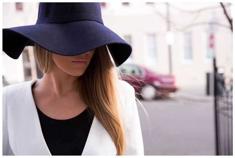 Picture Of Stylish And Romantic Looks With Wide Brim Hat 14