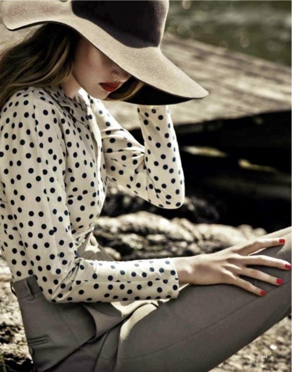 Picture Of Stylish And Romantic Looks With Wide Brim Hat 4