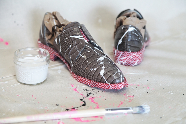 Picture Of Super Cool DIY Paint Splattered Shoes 5
