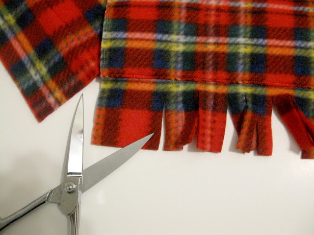 Picture Of Useful DIY Deep Pocket Scarf 6